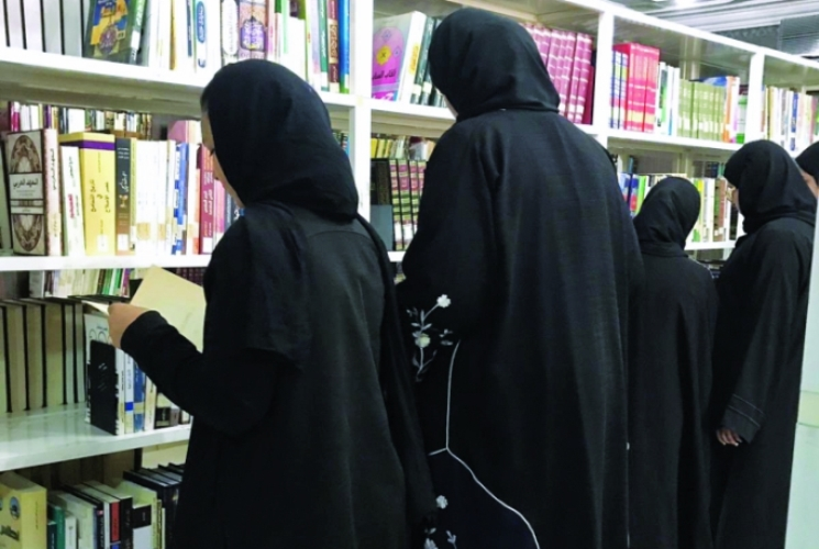 «قراءة قصة» في مركز فتيات الوكرة